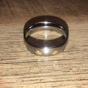 Jewelry - Silver Colored Ring w/Gold Colored Stars Size 10.5